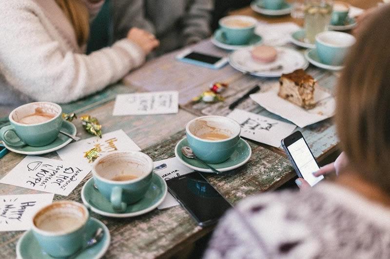 comparte-una-taza-de-cafe-con-quien-quieras-pareja-y-sexualidad-phronesis-el-arte-de-saber-vivir